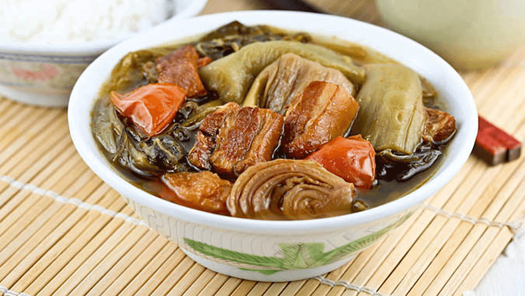 Thịt kho cải chua thơm ngon, đậm đà