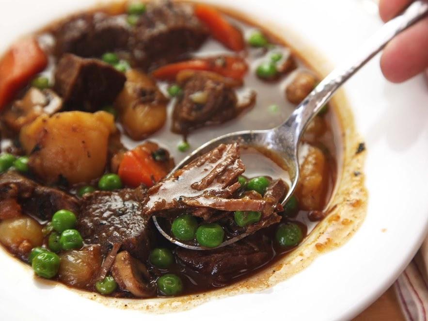 Bò hầm rượu vang thơm lừng, đổi vị cho bữa cơm cuối tuần
