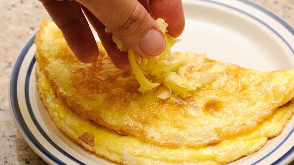 3 cách làm trứng Omelette siêu ngon cho bữa ăn nhanh gọn