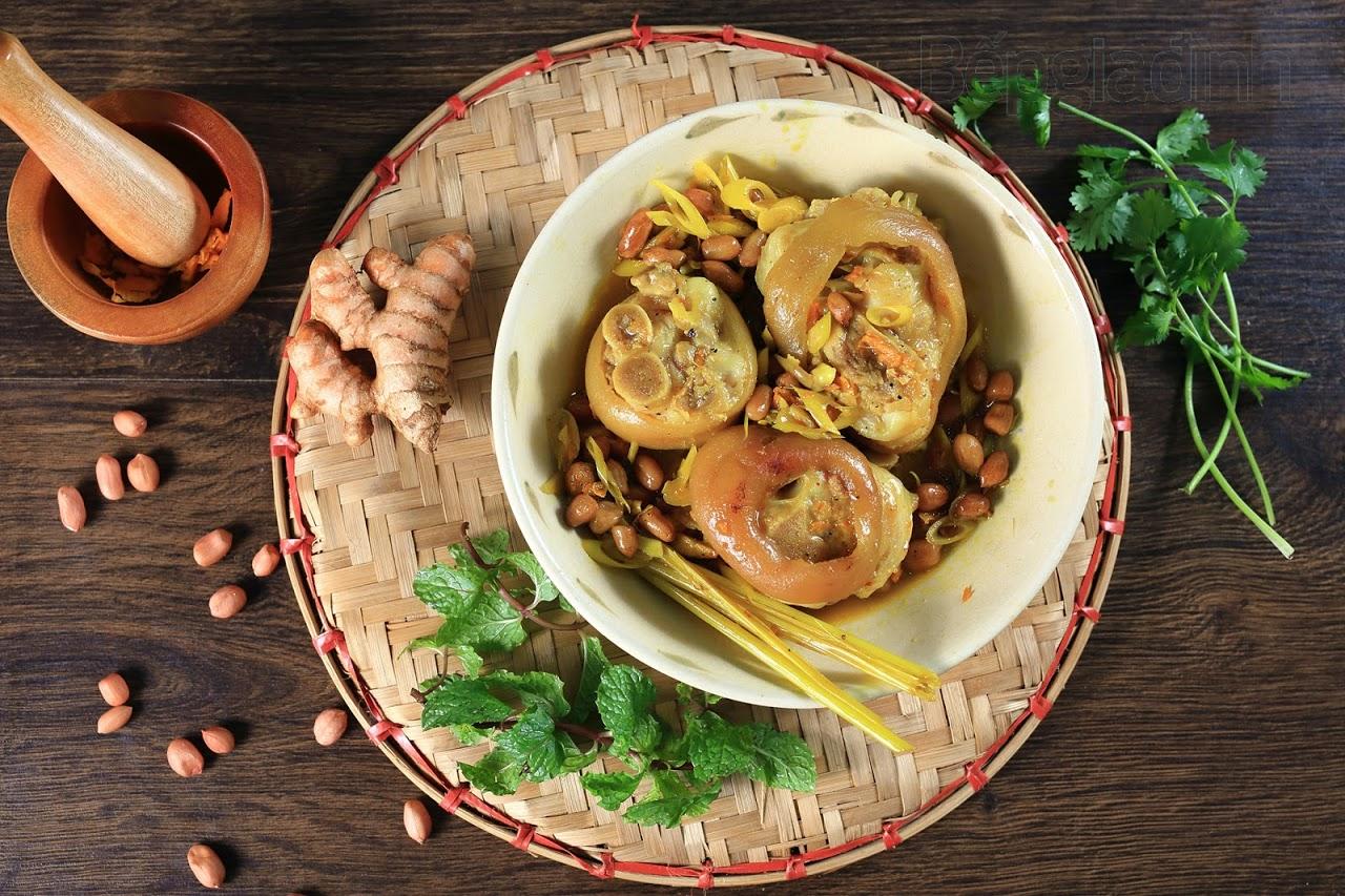 Giò heo hầm đậu phộng béo bùi, thơm nức cho bữa ăn ngon cuối tuần