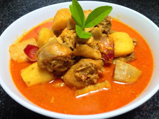 Cách làm cà ri gà thơm ngon cho bữa ăn đoàn viên cuối tuần thêm trọn vẹn