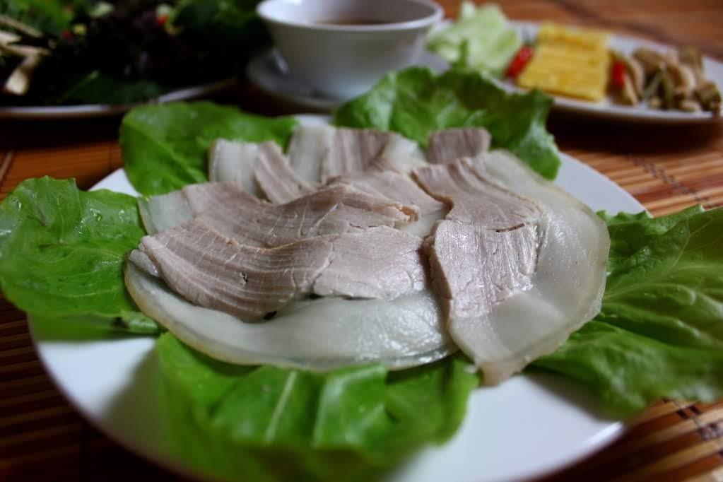 Bật mí mẹo luộc thịt heo mềm ngọt, trắng thơm không bị khô
