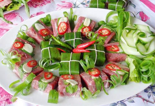 Cách làm nem chua bò thơm ngon để chồng nhậu Tết