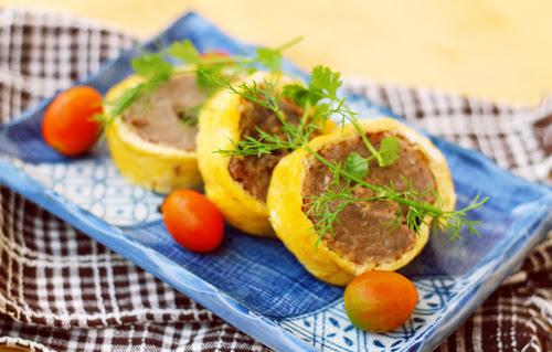 Cách làm trứng cuộn thịt bò thơm ngon cho mâm cơm Tết