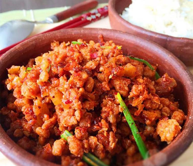 Thịt băm rang sả ớt chống cháy cho ngày chưa biết ăn gì