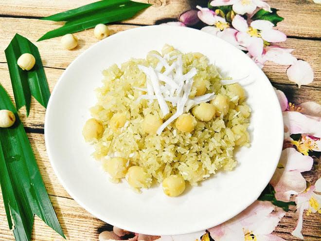 Bữa sáng ấm bụng với xôi lá dứa hạt sen thơm dẻo