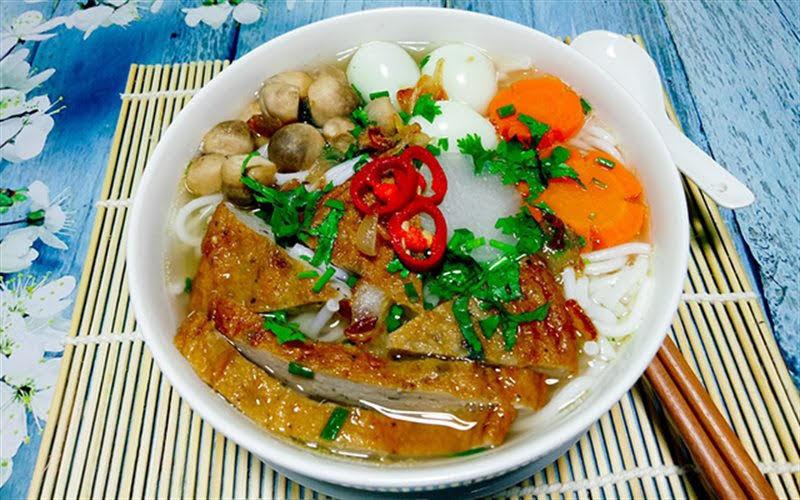 Cách nấu bánh canh chả cá Nha Trang đậm đà cho bữa sáng ngày cuối tuần