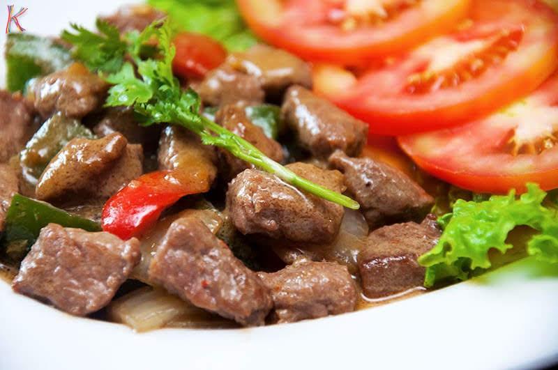 Cách làm món bò lúc lắc sốt rượu vang đổi vị cực ngon cơm