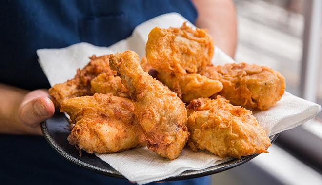 Bí quyết làm gà rán giòn rụm dễ không tưởng