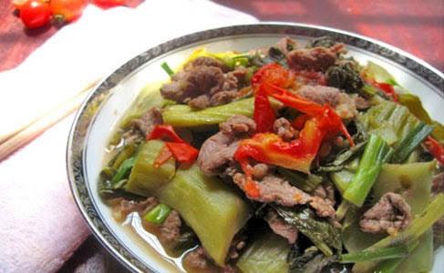 Cách làm bò kho dưa chua đậm đà, thịt mềm thấm vị