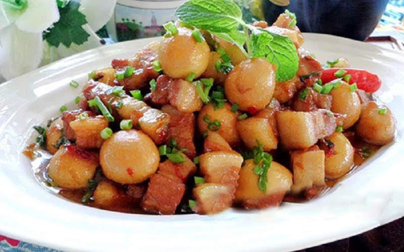 Cách nấu thịt kho trứng cút nước dừa đậm đà ngon cơm
