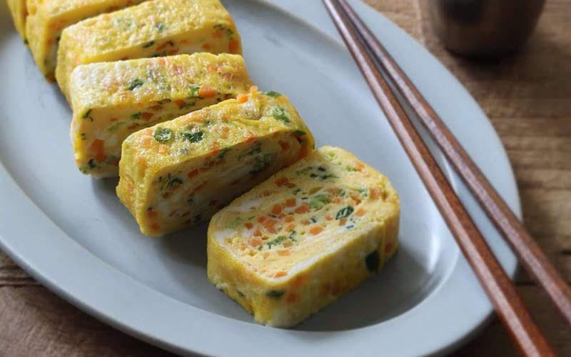Chỉ 10 phút có ngay trứng cuộn rau củ ngon lạ miệng lại bắt mắt hấp dẫn