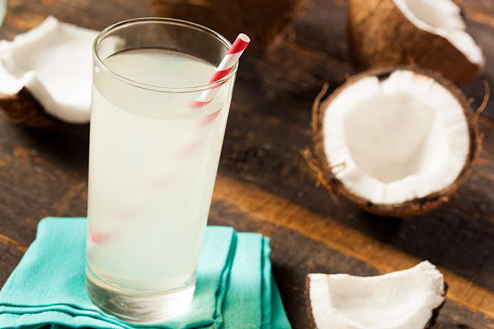 10 lý do bạn nên bắt đầu uống nước dừa tươi mỗi ngày