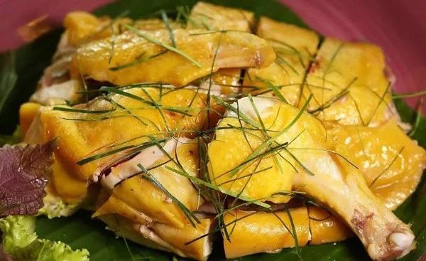 Cách làm gà hấp muối sả chuẩn nhất, thịt mềm thơm, da giòn căng bóng