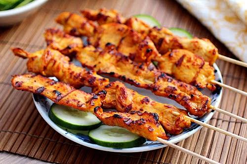 Thịt nướng xiên sốt đậu phộng kiểu Thái