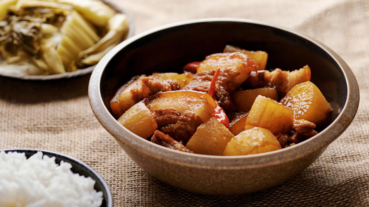Nấu nhanh thịt kho củ cải béo bùi ngày mưa