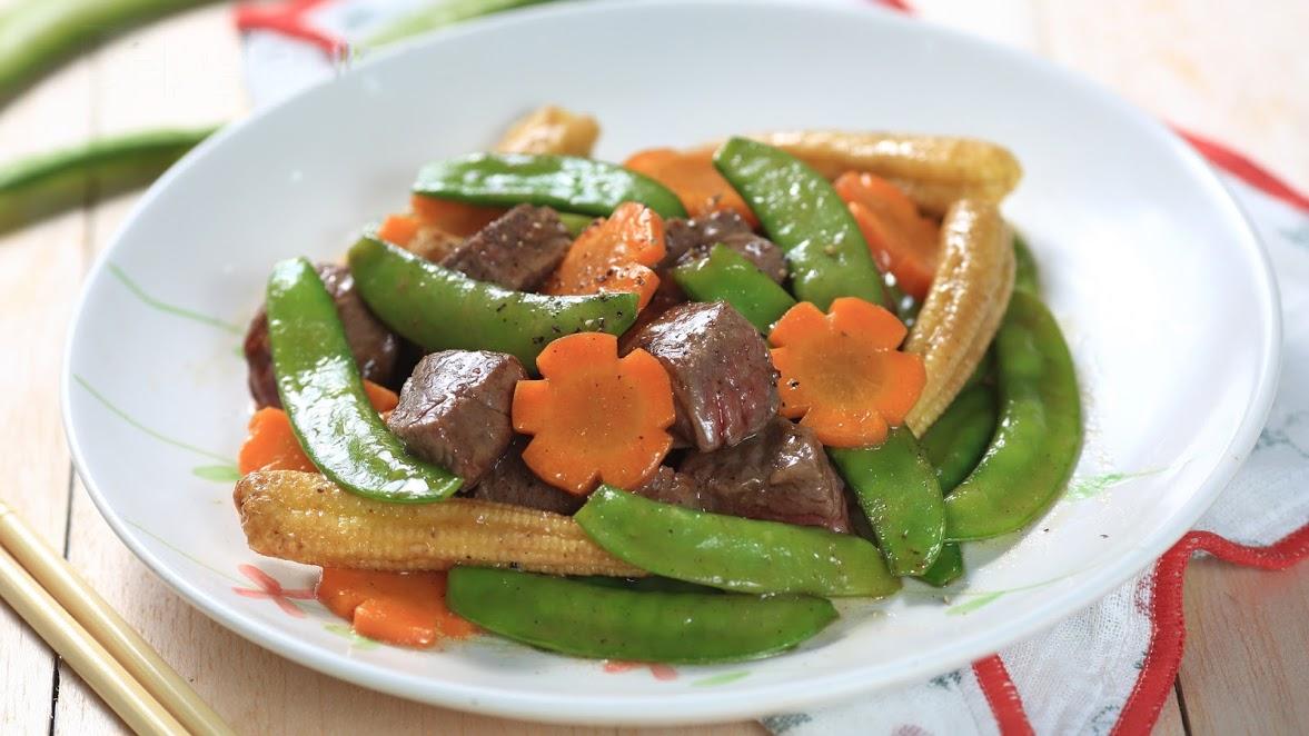 Bò xào rau củ vị cà ri đơn giản, hấp dẫn