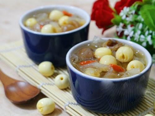 """Cách làm chè sen nấm tuyết thơm ngon, bổ dưỡng và """"xua"""" được luôn nắng hè"""