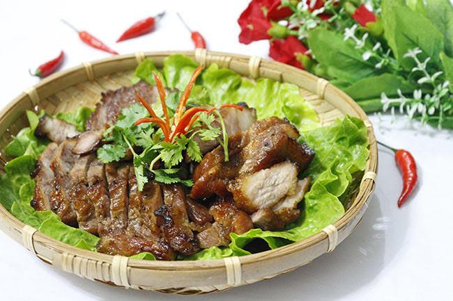 Thịt xá xíu đậm đà, vàng ruộm càng ăn càng nghiện