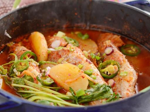 Giải ngán với cá sốt củ cải mềm mọng hấp dẫn cho bữa cơm gia đình