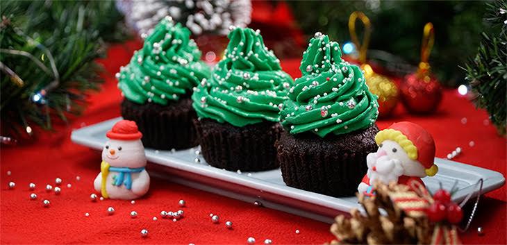 Cách làm bánh cupcake cây thông Giáng Sinh cực xinh