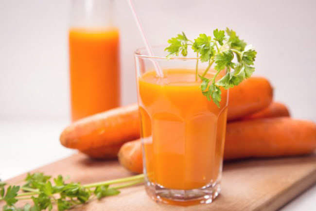 Vòng eo thon gọn với 1 ly nước ép cần tây cà rốt mỗi ngày