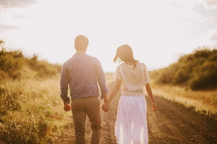 Trong tình yêu, chân thành mà không có tiền thì cùng nhau đi được bao xa?