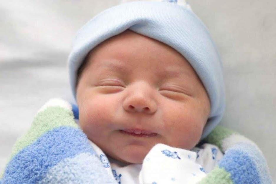 Cách chăm sóc trẻ sơ sinh 4 tuần đầu đời để bé mau vào nếp ăn ngủ