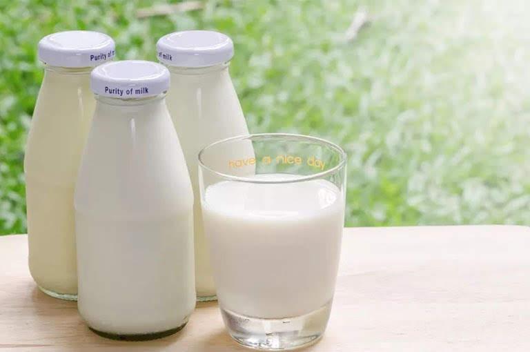Uống sữa vào 2 giờ vàng trong ngày để hấp thụ tối đa canxi và không làm mất chất sắt: Mẹ nhớ để chăm sóc cả nhà