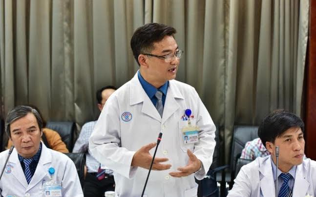 """Bác sĩ nói về """"nút chặn cuối cùng"""" ngăn virus vào cơ thể: Hãy súc họng mỗi ngày"""